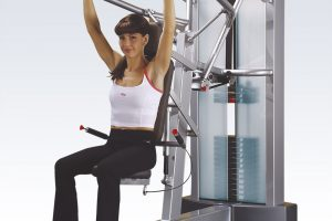 Shoulder press machine: la spinta verso l'alto per i deltoidi