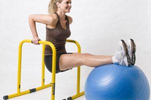 Parallele ginnastica: forza nelle braccia e velocità, con grazia